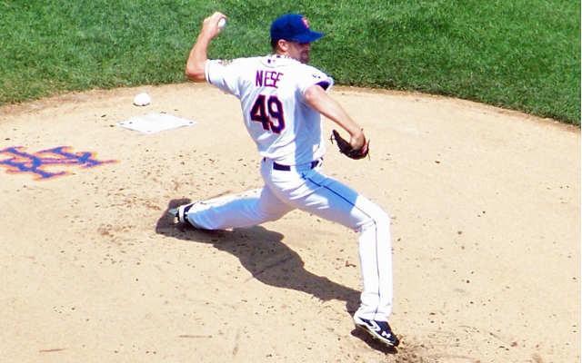 Mets pitcher Jon Niese at foot strike