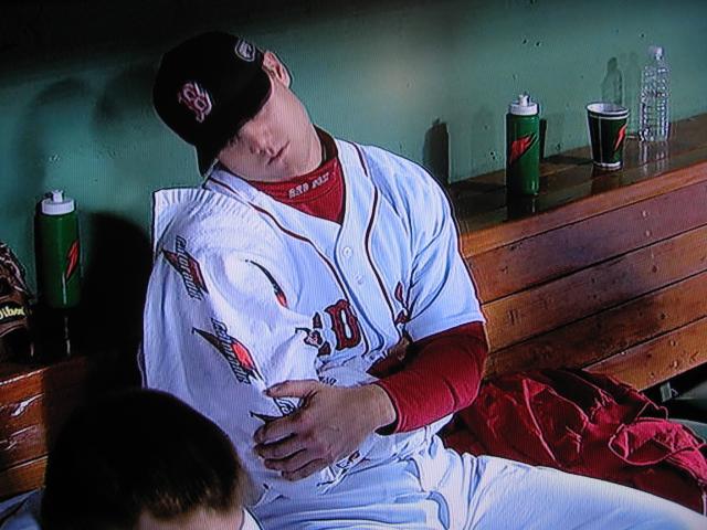 baseball-pitcher-icing-arm